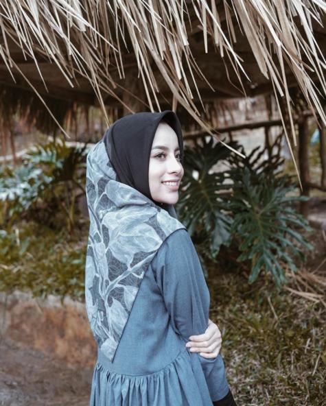 inspirasi gaya hijab motif