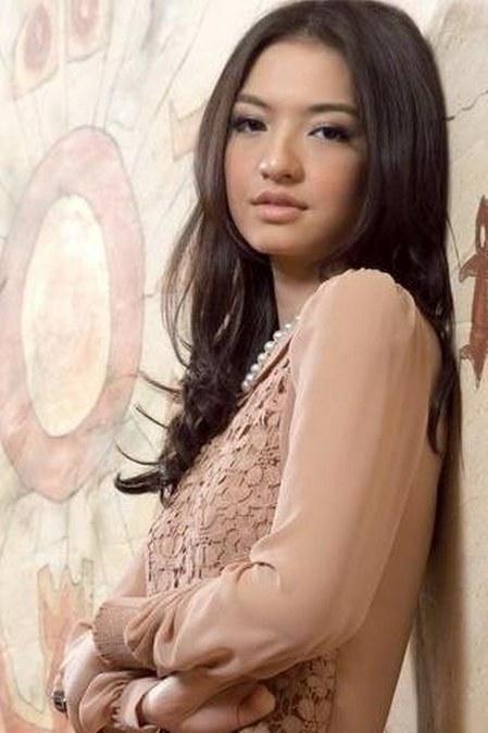 27 Gaya Fashion Raline Shah (26)