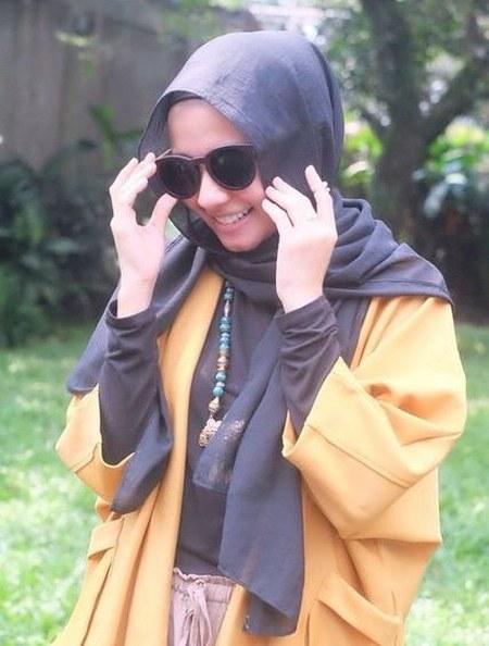 Hijab Santai ala Laudya Cynthia Bella (2)