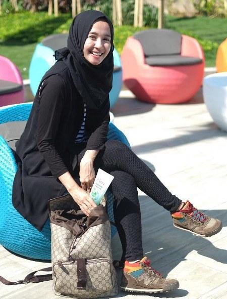 Hijab Santai ala Laudya Cynthia Bella (8)