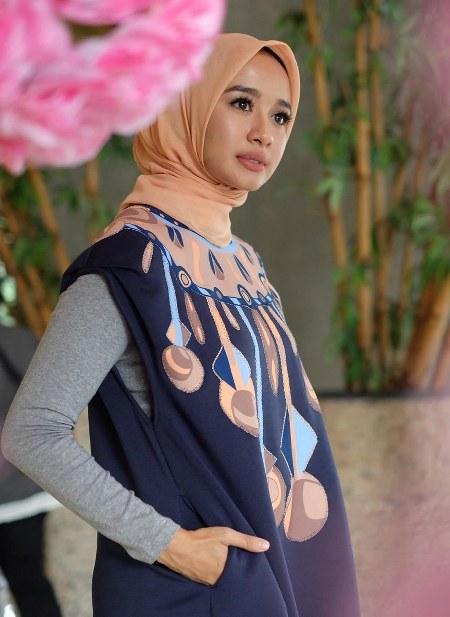 Hijab Laudya Cynthia Bella, muda dan segar