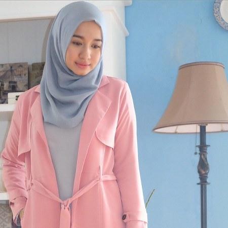 Busana Hijab Laudya Cynthia Bella, lembut dan anggun