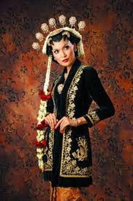 gambar kebaya jawa beludru tradisional