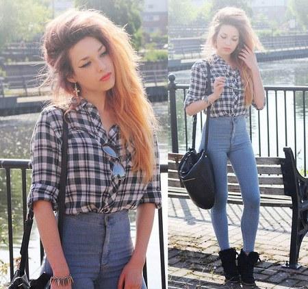 high waist jeans dengan kemeja kotak-kotak