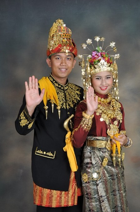 Aceh-traditional-dress