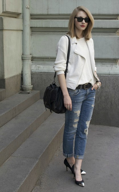 blazer-heels-and-ripped-jeans
