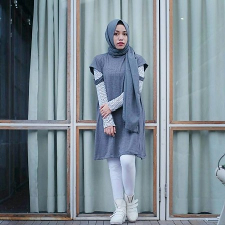 Hijab sopan dengan mini dress