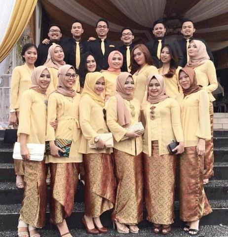 Contoh Model Baju Muslim Modern Kebaya Seragam untuk Moment Spesial_462x480