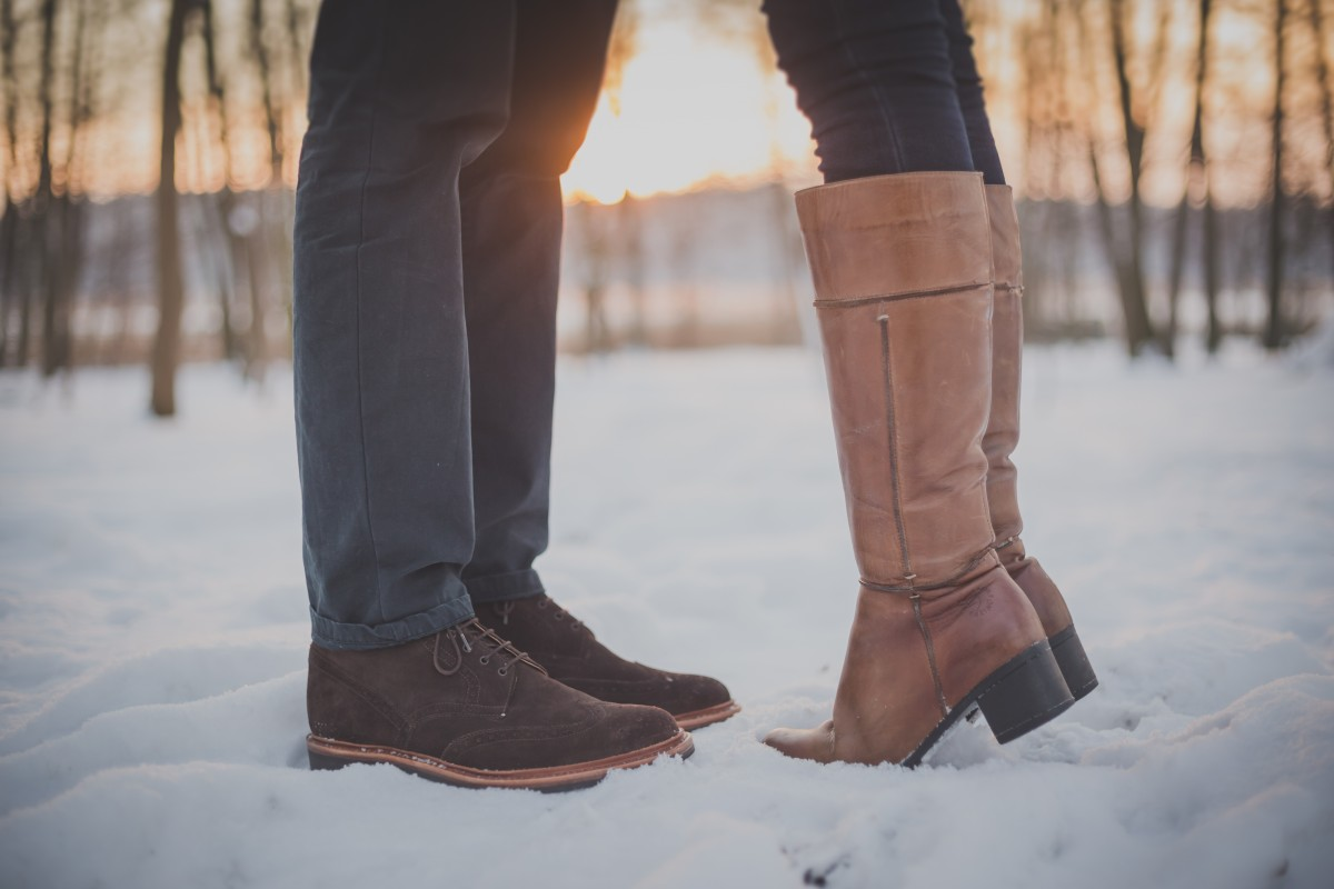 couple_shoes_snow_winter-929765