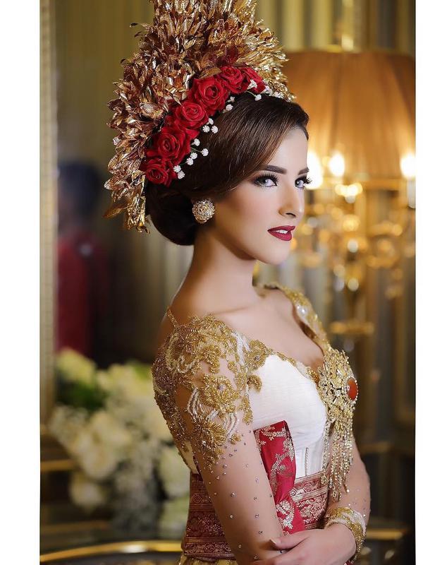1519108475_494_berdarah-arab-tasya-farasya-pilih-menikah-dengan-adat-jawa-dan-bali