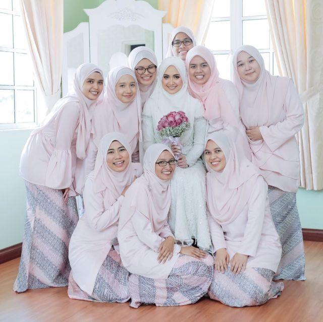 gaun pengiring pengantin